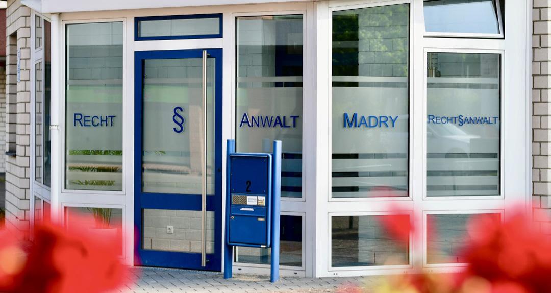 Eingang der Kanzlei Madry